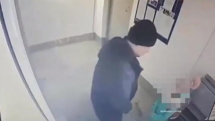 Курганца, пристававшего к девочке в подъезде и укравшего велосипед, признали виновным