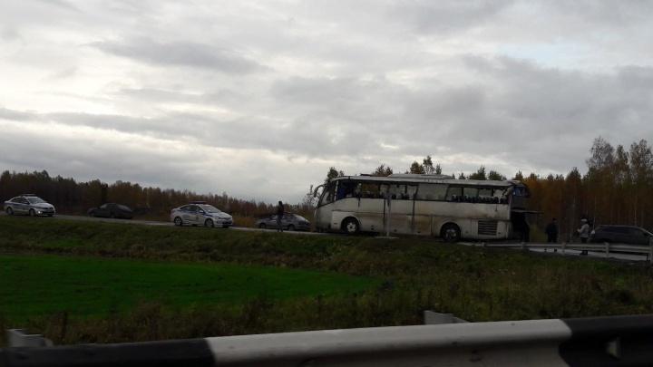 Опубликовано первое видео из салона опрокинувшегося на трассе автобуса с пассажирами