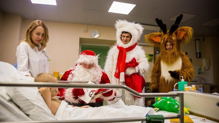 Фоторепортаж: большой заяц и олени пришли к маленьким детям, которые месяцами лежат в больнице