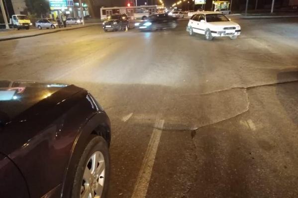 Mitsubishi Outlander и Toyota Sprinter Carib ехали в направлении Волочаевской и попали в ДТП