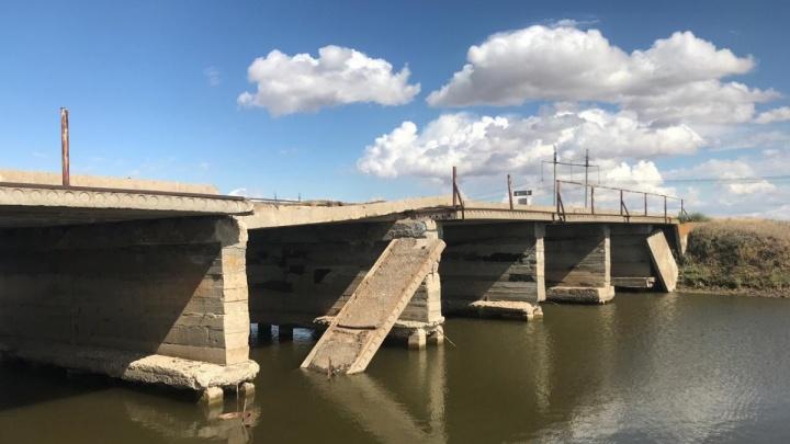 «Один серьезный дождь — и мы в карцере»: село в Волгоградской области лишилось единственного моста