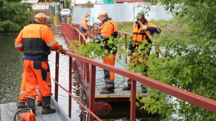 В Нижегородке завершается строительство понтонного моста