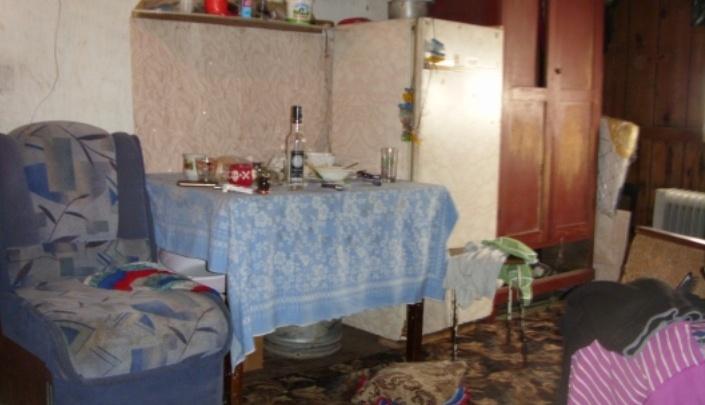 Житель Каргаполья убил сожительницу, напал на двух мужчин и покончил с собой