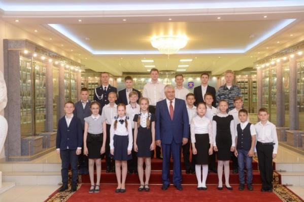 Глава МВД наградил 20 ребят из 10 регионов страны