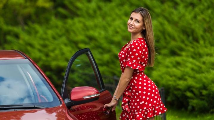 Женщина на коне: пять историй красоток, которые водят машины лучше мужчин