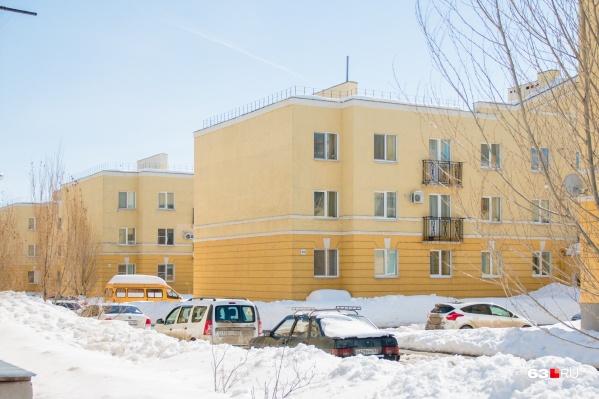 Мнение горожан спросили из-за того, что новая дорога пройдет под окнами жилых домов