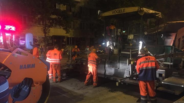 «Два года гарантии»: рабочие отремонтируют улицу Свободы в Самаре картами