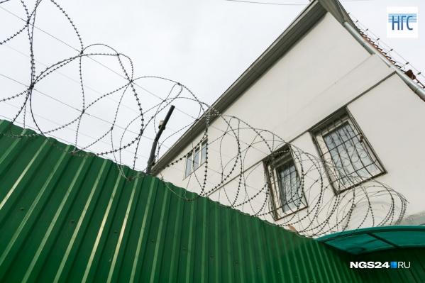 Суд приговорил бывшего полицейского к 2 годам лишения свободы