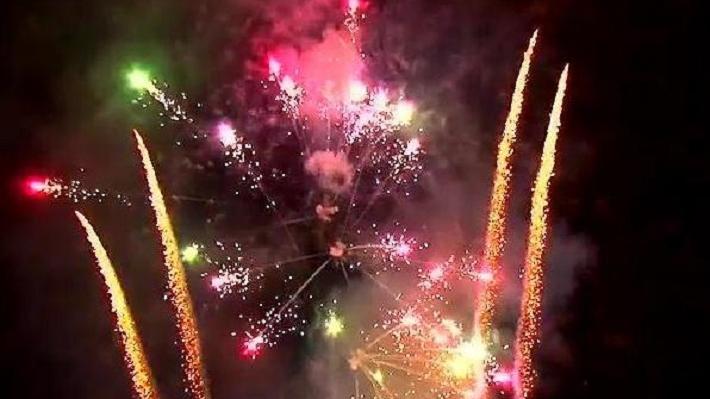 Последний день распродажи: екатеринбуржцы смели новогодние салюты со скидкой 20%