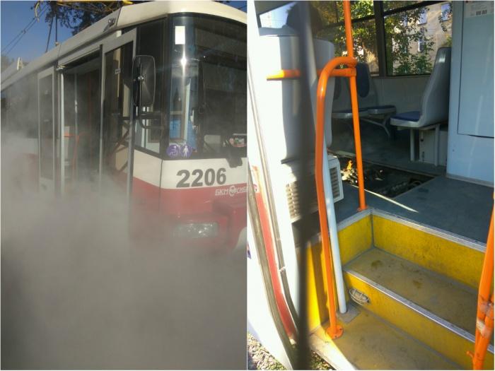 На фото видно открытый огонь под пассажирскими сиденьями