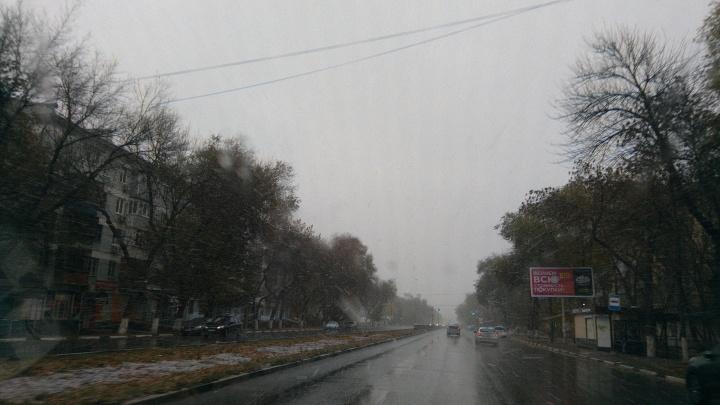 «Не гоняйте по скользкой дороге»: самарцев просят воздержаться от дальних поездок из-за непогоды