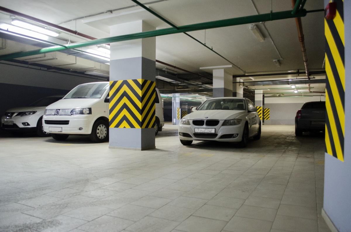 Отогреть авто под крышей дома своего: топ новостроек с подземным паркингом
