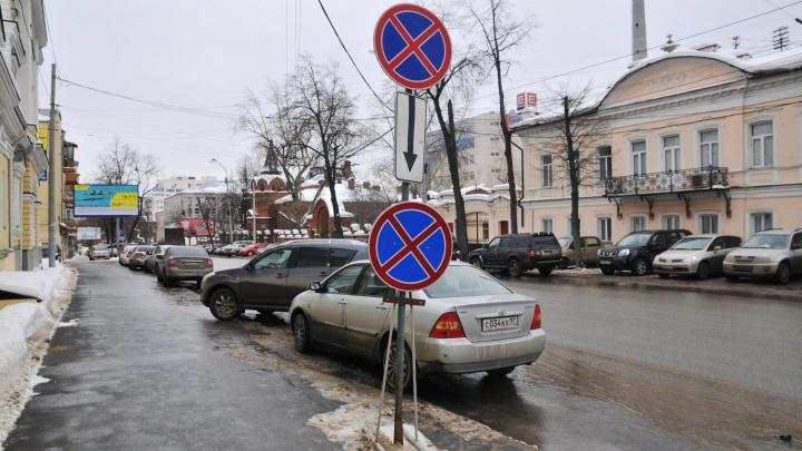 В Екатеринбурге запретят парковку на двух улицах, чтобы их было проще убирать