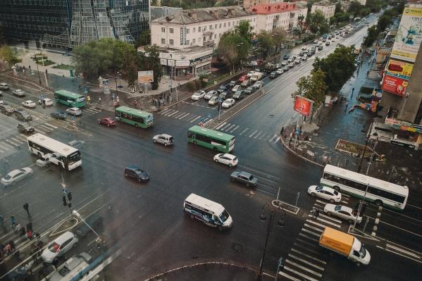 Власти предлагают обустроить переходы на протяжении всей улицы Мельникайте
