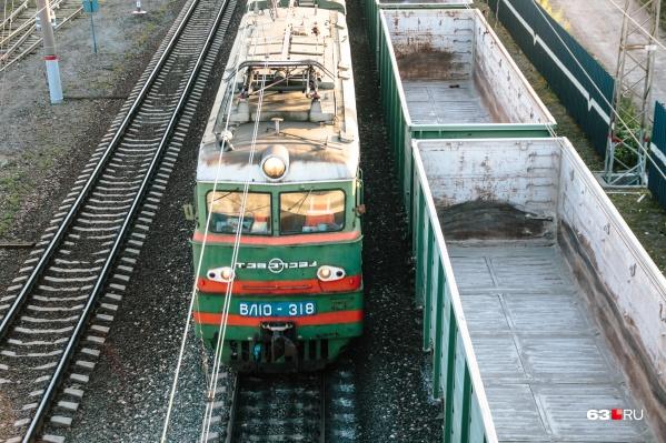 Машинист поезда не смог остановить состав