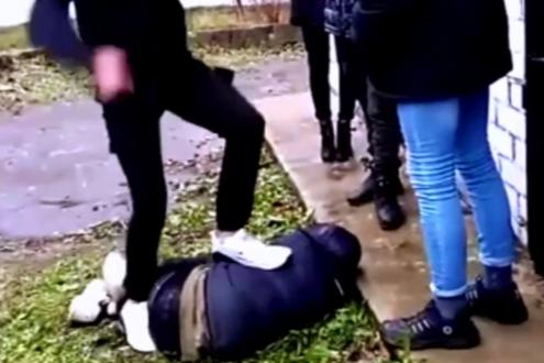 Подростка, избивавшего 13-летнего школьника, отправили за решётку