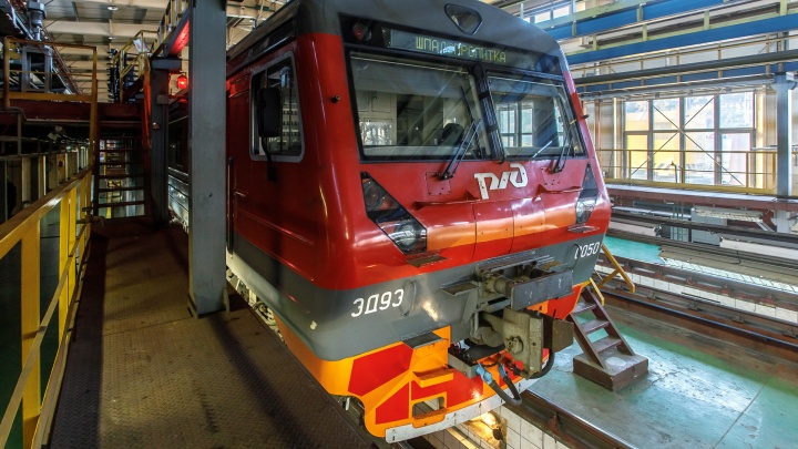 «Простите, мы заработались»: в Волгограде машинисты электрички забыли высадить пассажиров