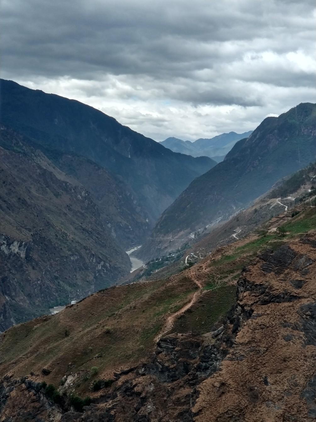 Ущелье Прыгающего Тигра — одно из самых глубоких в мире