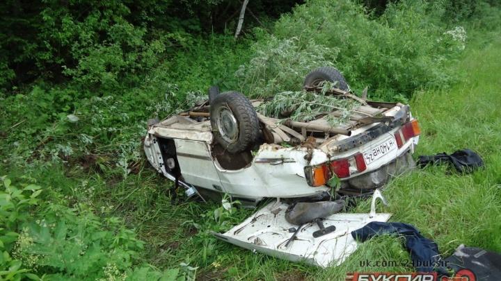Пьяный лишенец разогнал свою «Волгу» до 140 км/ч, слетел в кювет и погубил пассажира