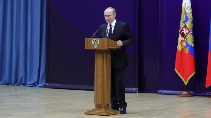 Посмотрит на роботов и заглянет к хоккеистам: Кремль раскрыл подробности визита Путина на Урал