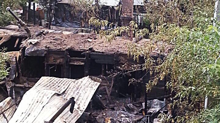 Семья с двумя детьми осталась без дома после пожара на Сухарной