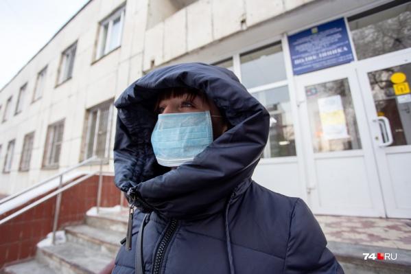 Масочный режим действует в челябинских больницах с 23 января, но всплеск на покупку одноразовых средств защиты пришёлся на немного более поздний срок