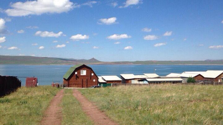 «Вода на озерах +25»: погода для тех, кто собирается провести выходные на озерах Хакасии