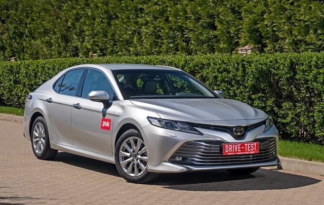 Люксовая машина для МФЦ: власти южноуральского города приобрели ToyotaCamryза 2,5 миллиона рублей