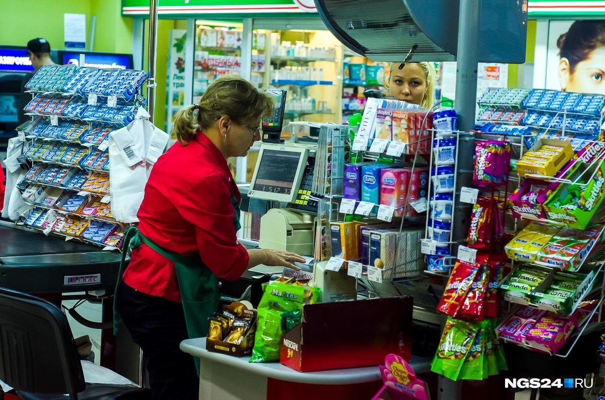 Завершаем путешествие в прошлое. Большая пачка Skittles в августе 2014-го — 49,9 рубля, Orbit — 19,9 рубля, а пачка презервативов Dureх — 480 рублей