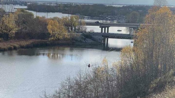 В Сызрани спасатели достали из реки машину с двумя погибшими внутри