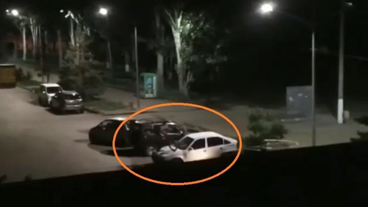 Молодые волжане, прыгавшие на велосипедах по машинам, попали на видео