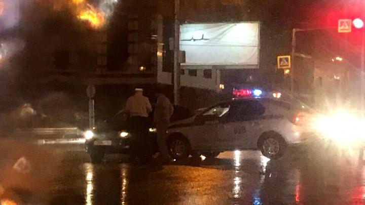 Экипаж ДПС попал в аварию на перекрёстке возле «Сибирского Молла»