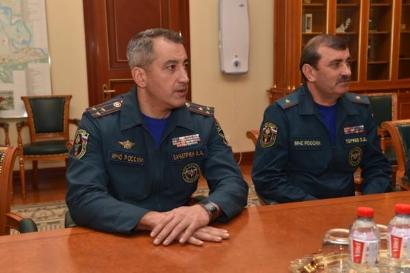 Артур Хачатрян (слева)