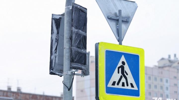 Теория абсурда: светофоры на скандальном перекрёстке в Челябинске больше месяца стояли «мёртвыми»