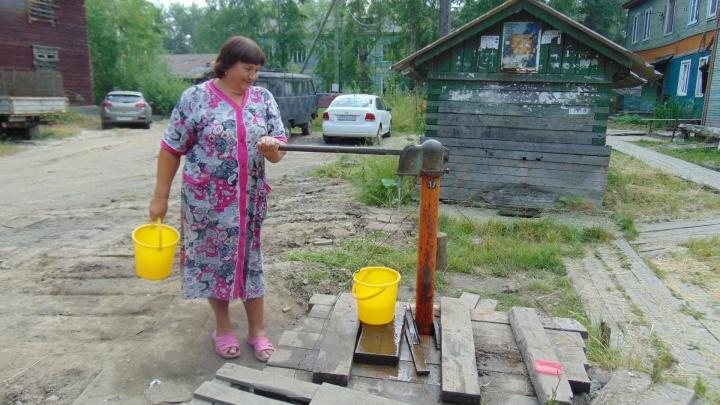 Вода капает, доски брошены: жителей Турдеевска беспокоит несовершенство новых водоразборных колонок