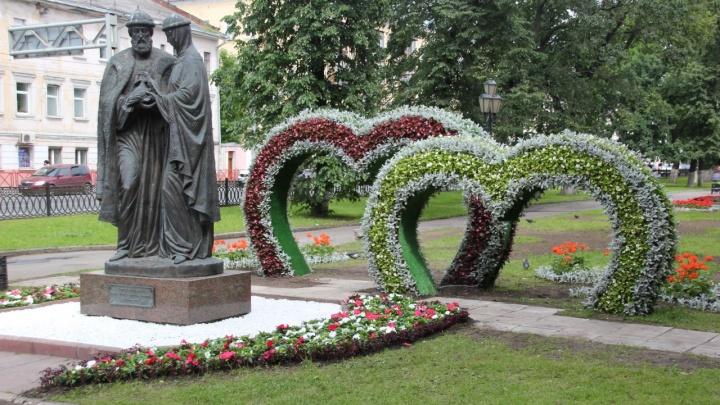 В Ярославле начали украшать арки-сердца: в мэрии рассказали, когда всё доделают