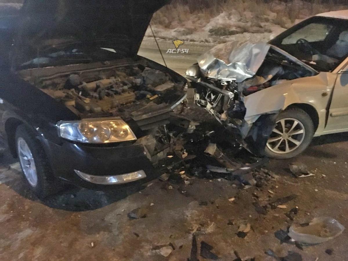 У автомобилей серьёзные повреждения передних частей