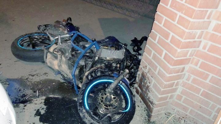 В Самаре байкер угодил под колёса легковушки