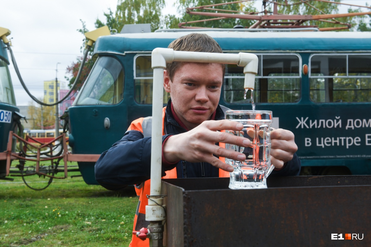 Во время конкурса Сергей провез в трамвае полный стакан воды и не пролил ни капли