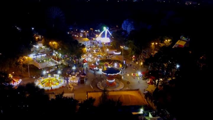 «Чёртово колесо» и кусочек летней сказки: самарцы сняли ночной парк Гагарина с воздуха