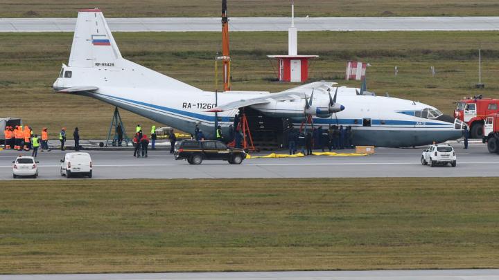 Ан-12 сел на брюхо в Кольцово: всё, что нужно знать об аварийной посадке самолёта