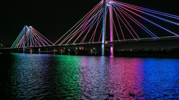 Показываем шикарные кадры со светового шоу в честь Дня народного единства
