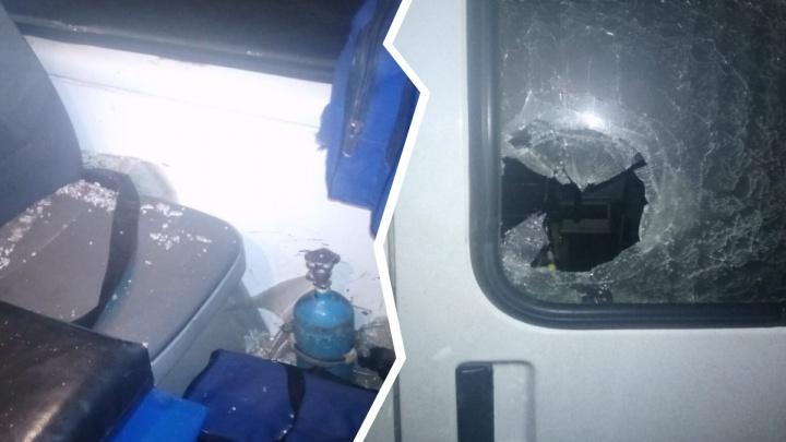 «Схватил трубу и начал громить»: в Ярославле пациент напал на бригаду скорой помощи