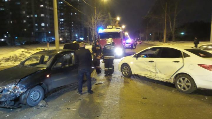 На Амундсена из-за водителя, не уступившего дорогу, пассажирка легковушки сломала нос