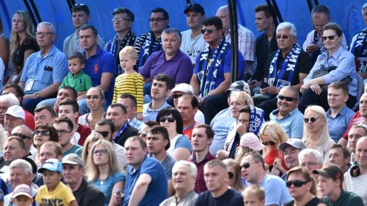 «Мэр смотрел, а мы — нет». Сколько человек не смогли попасть на матч с командой«Спартак-2»