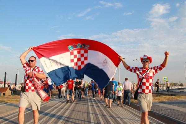 Хорватские болельщики идут на стадион «Ростов Арена»