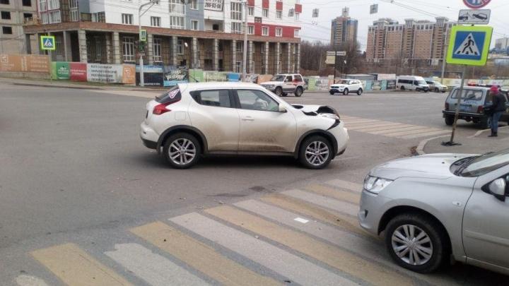 В Уфе иномарка столкнулась со встречной машиной и сбила пешехода