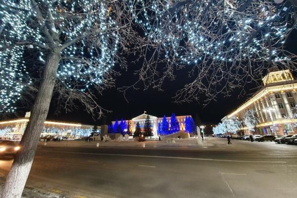 На центральной площади подготовка к новому году продлится дольше всего