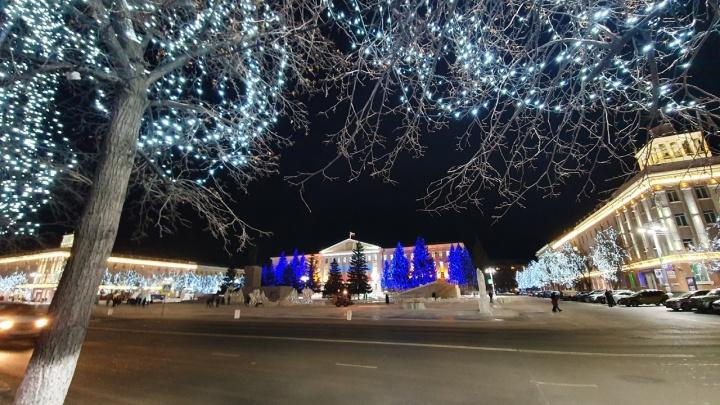 В Кургане сегодня откроют первую новогоднюю площадку