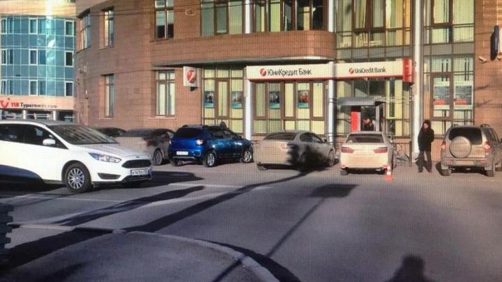 Инспекторы ГИБДД ищут водителя, который сбил школьника на Никонова и скрылся